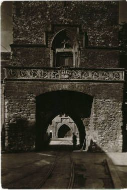 The Florian Gate at Cracow :: Jan Bulhak Collection :: Digital Collections :: University at Buffalo Libraries. Click the image to visit the University at Buffalo Libraries Digital Collection and learn more about the photograph. #ublibraries #polishroom #JanBulhak #Poland