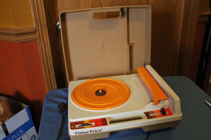 Vintage Fisher Price  Record Player / 1978 #825 / Plays 33 & 45 Records