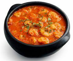 MOQUECA DE PEIXE FÁCIL  Ingredientes:  1 kg de peixe cação em postas; 1 pimentão verde em rodelas; 1 pimentão vermelho em rodelas; 1 pimentão amarelo em rodelas; 1 tomate em rodelas; 1 cebola em