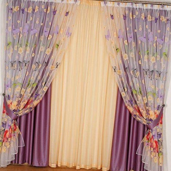 Продетые в кулиски шнуры либо тесьму стягиваем, регулируя высоту шторы и пышность складок. В верхней части полотна пришиваем прочную ленту для крепления