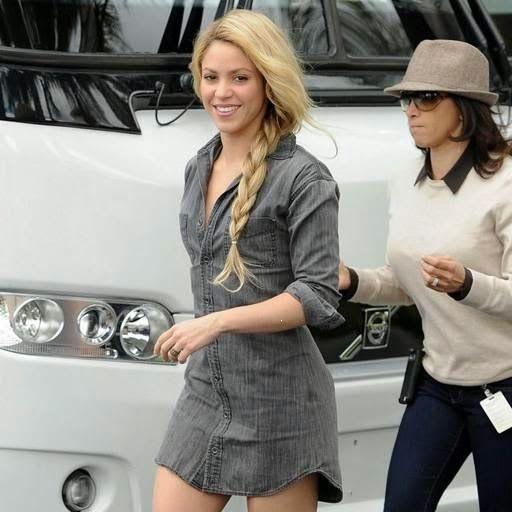Armario de Noticias: Shakira impresiona más por su baja estatura que po...