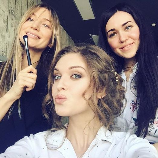 Наши феи красоты @eli_beauty_m и @diana__make_up в деле 🙌🏼 Repost from @galita_u Красивые милые феи @cosmotheca_backstage #космотека #космотекасамара #cosmotheca #cosmothecasamara #cosmothecabackstage