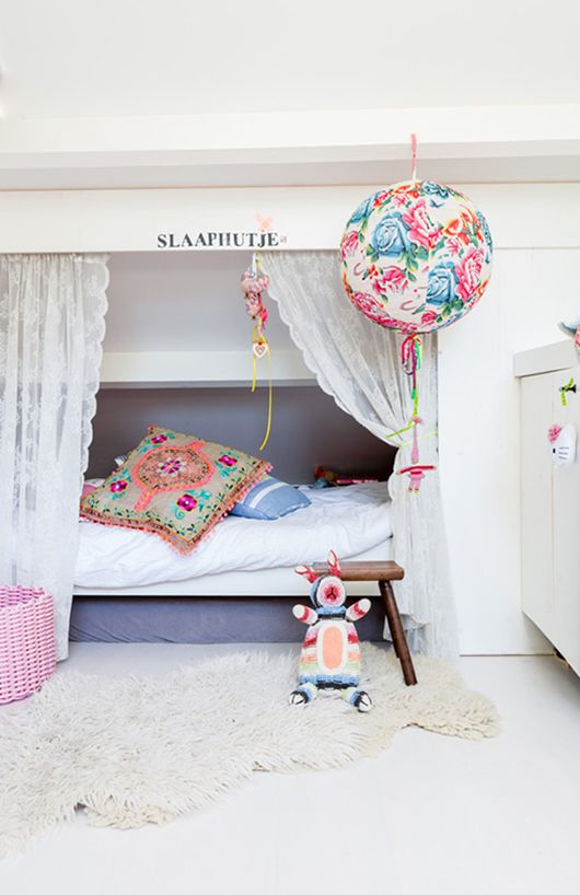 Today we bring you a set of white-wall kids' bedrooms with some touches of colour. As you may know, whit provides a special light to every room. Boring? Not at …