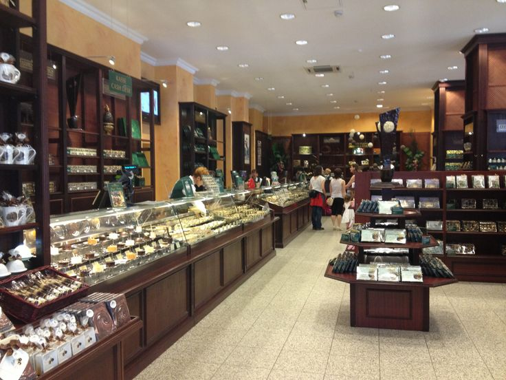 Berlin Germany Travel Pictures Photos Cool Historic Weekly Show Chocolate Store Biggest Largest Restaurant Fassbender Rausch