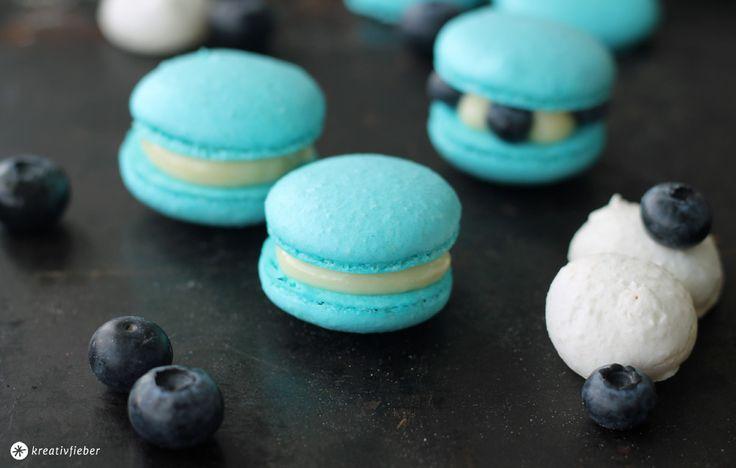 Leckerschmecker Blaubeer Macarons mit weißer Schokolade ! Das Macarons Grundrezept und Tipps wie euch Macarons besonders gut gelingen.