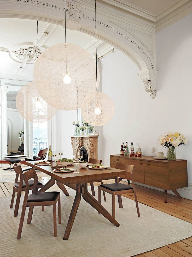 A beautiful example of how cozy minimalism can be. I could site at this table in that candle light chittering for hours.