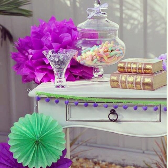Purple and Green Party table display by @tickledpinkcele www.tickledpinkcelebrations.com.au