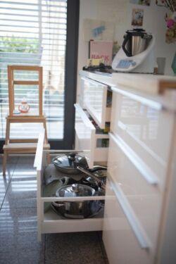 Weiße Ikea Hochglanz Küche Mit Xl Kochinsel Bosch Geräten In