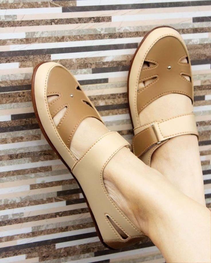 Yutaka SP30 sepatu casual cewek yang sangat pas dikenakan untuk santai dan berlibur ditambah dengan varian warna yang sangat sesuai untuk kulit cewek serta bahan yang kami pakai #Sepatu #Casual