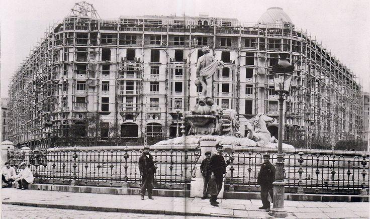 Plaza de Neptuno,. con el Hotel Palace en construcción, 1912