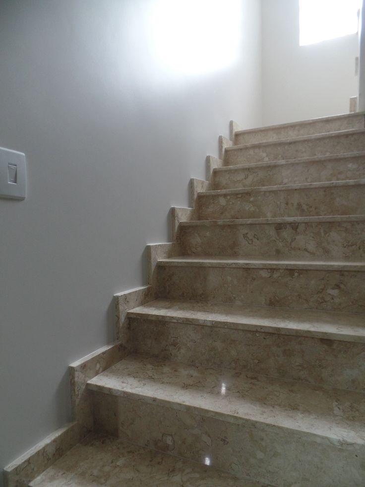Escada em Travertino