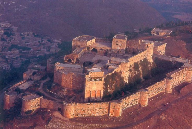 Krak des chevaliers - je jeden z nejzachovalejších křižáckých hradů v Sýrii. Od roku 2006 je zapsán na seznamu světového dědictví UNESCO.