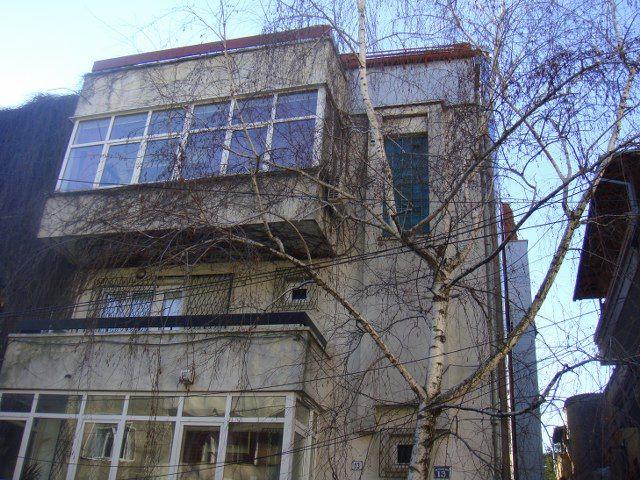 Primaverii, vanzare apartament triplex, 6 camere, constructie 1992, suprafata utila 310mp, suprafata construita 330mp, et 2-3 si 4 retras,terasa 22 mp, garaj, lift exterior instalare...