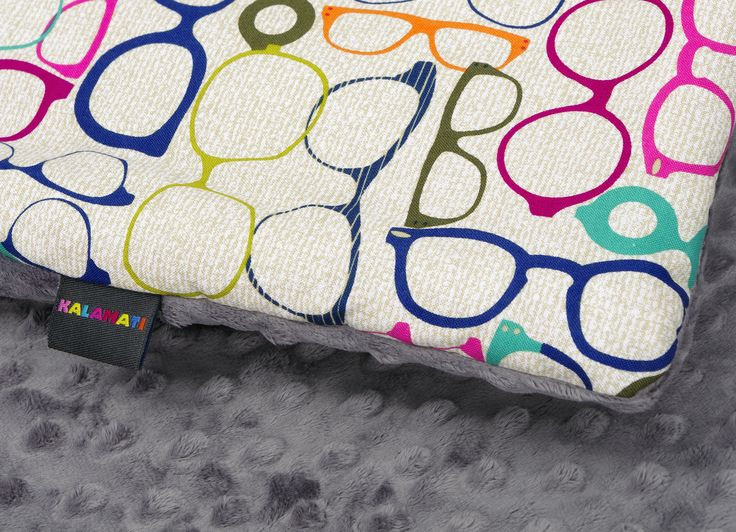 Kolorowy kocyk dla dzieci. Barwny, przyjemny w dotyku polar minky połączony ze 100% bawełną.