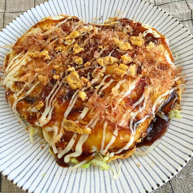 まいりさん、こんにちは! お昼にめちゃ美味しかったでーす。 広島ではじめてうどん入りお好み焼きを食べてから、ずっと好きなんで、うどん入りで作りました。  ソースの下、玉子、うどん、キャベツ+もやし、いかの姿フライ いかフライがパリパリで、全部まぜてカブッといただきました - 109件のもぐもぐ - まいりさんの料理 イカの姿フライトロトロ目玉焼きのせ by atytutkt