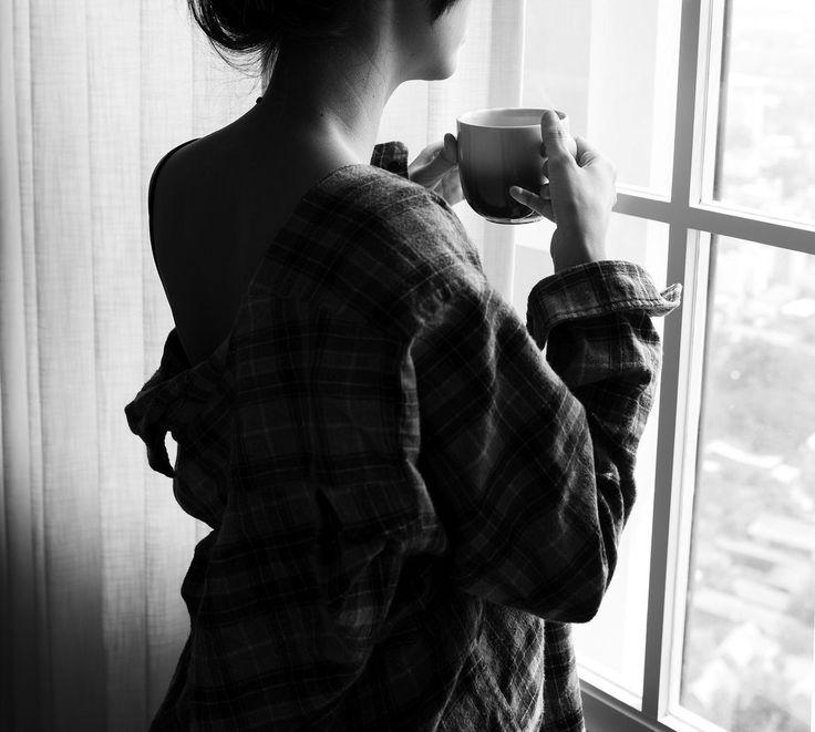 картинка со спины с кофе можно назвать