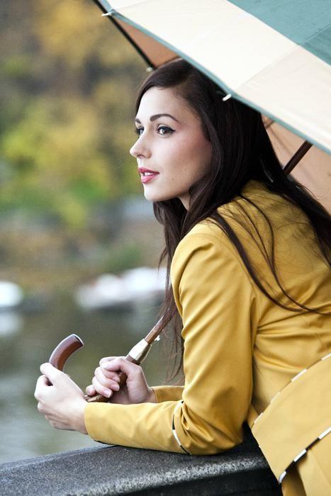 Yellow minimalist jacket. Rock Café Fashion
