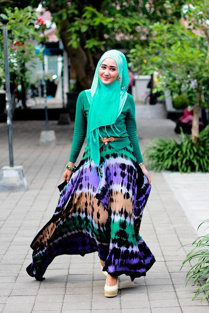 Turqoise Tribal Print Outfit | Turqoise not your colour? Don't fret. Tribal Prints with turqoise will fit any skin tone because the print neutralises the simple outfit / Just remember not too put too much turquoise on and leave a print on its own. | tags: hijab, hijab style, #hijab
