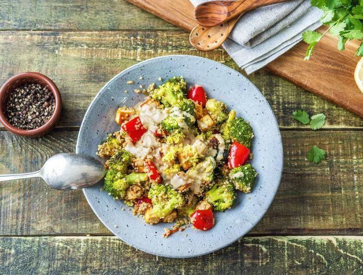 In dit gerecht bak je de broccoli, hierdoor behoudt deze een heerlijke bite en komt de smaak beter tot zijn recht. Je serveert de maaltijd met een mix van yoghurt en tahin.