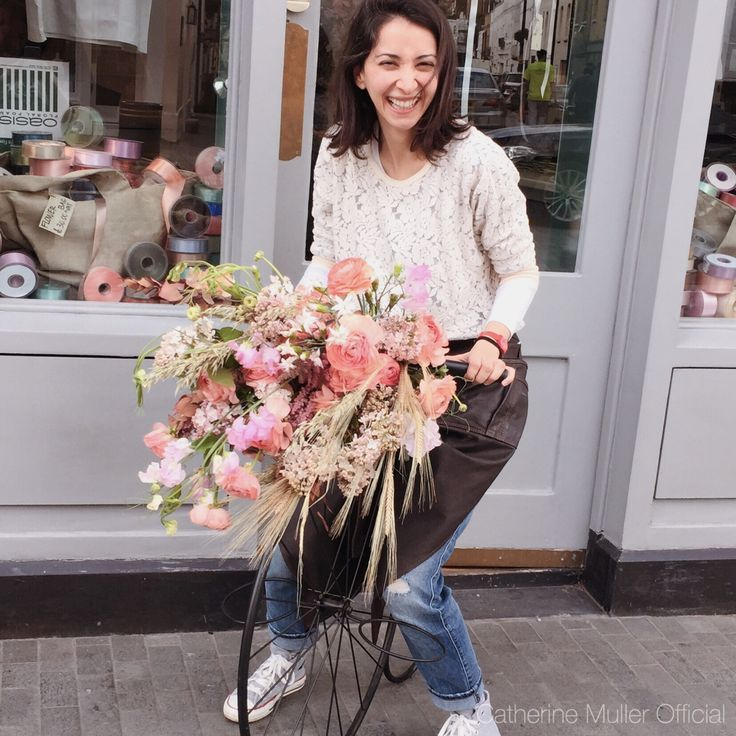 Floral bicycle basket Ranonculus lilacs sweet peas dried flowers wheat  Vintage class Catherine Muller Flower School London
