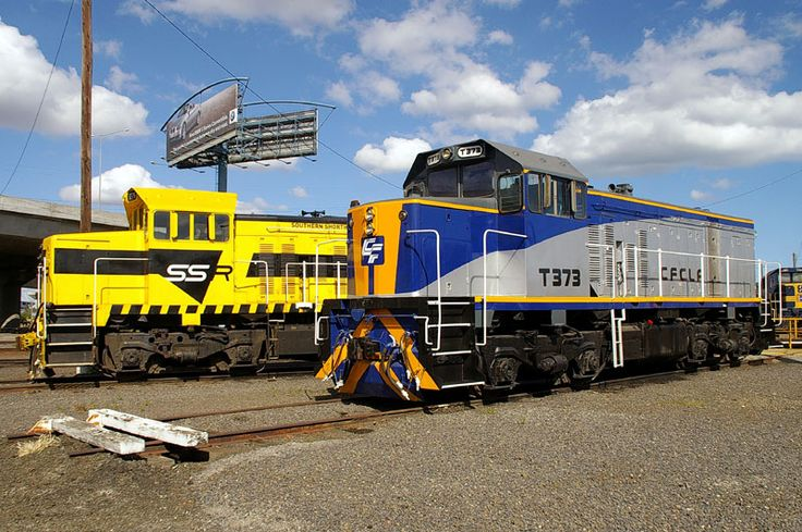 T376 and T373 share the broad gauge turntable at South Dynon
