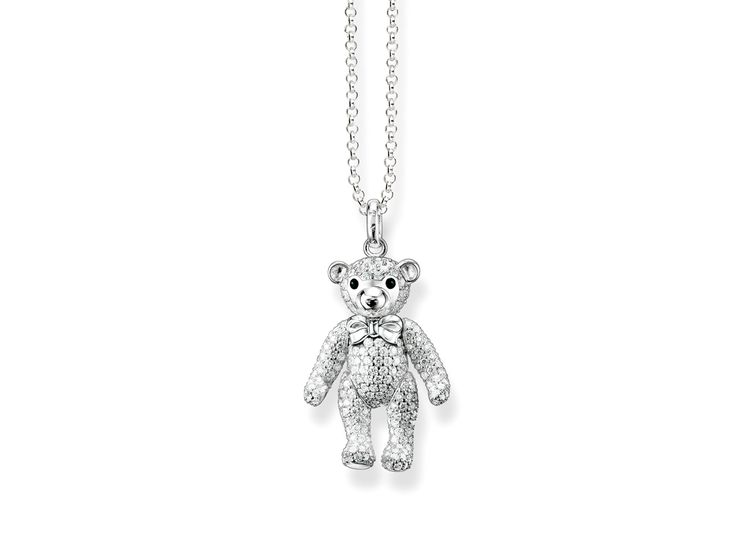 The cute little THOMAS SABO teddy bear crafted from 925 Sterling silver with its movable arms and legs is a particular highlight of the collection. It is embellished with white syn. pavé zirconia, while its cute little nose is black-enamelled. The fact that its arms and legs move makes it an absolutely unique and playful companion for long necklaces.