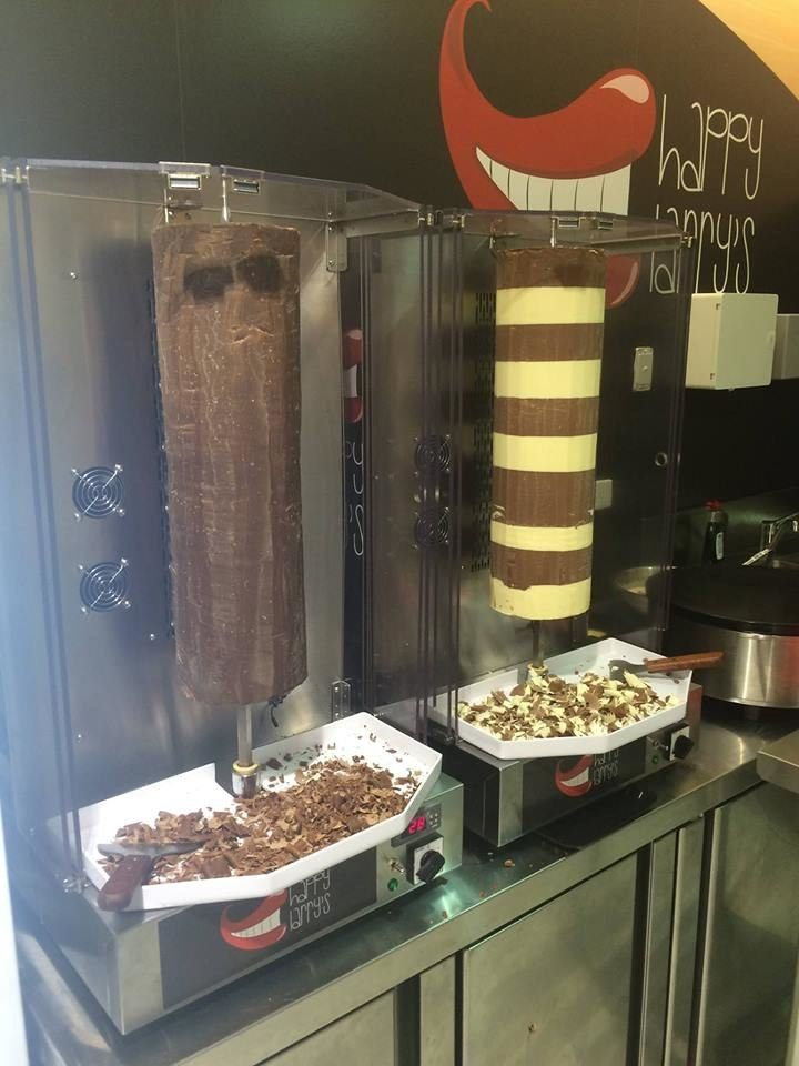 It is a truth universally acknowledged that kebabs are damn tasty. But what could be better than your standard tabouli-stuffed, hummus-slathered midnight snack? A chocolate kebab, obviously.