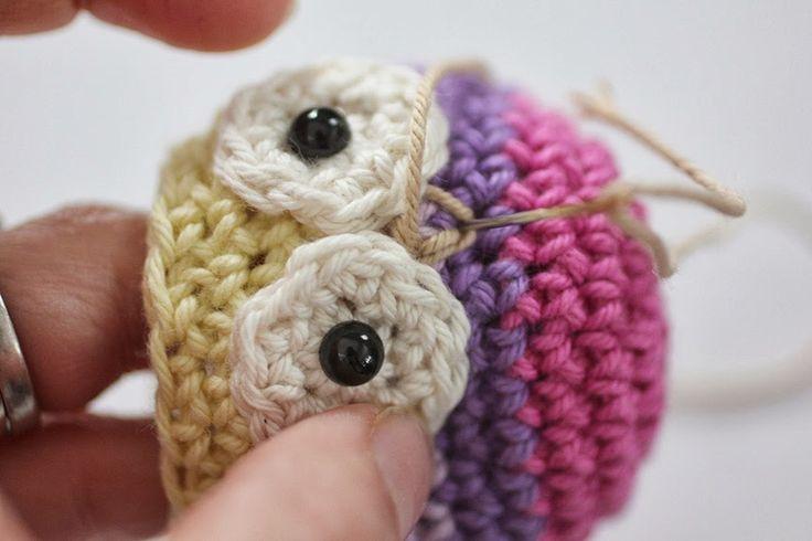 Repeat Crafter Me: Crochet del gufo anello giocattolo del bambino