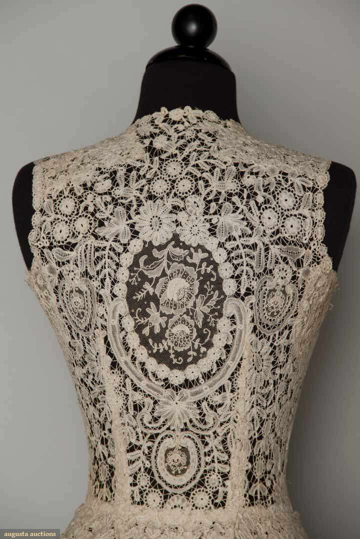 Vintage 1940s lace gown - detail.