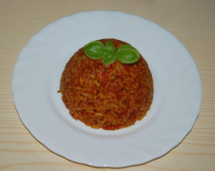 Risotto pomidorowe to świetny pomysł na zamiennik obiadowych ziemniaków. pomidory z ryżem i nutą przypraw azjatyckich dają bardzo ciekawy zestaw