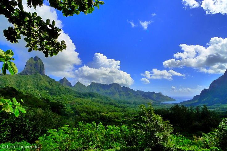 #Moorea is a less frequented island in this area of the Pacific, overshadowed by the legendary #BoraBora and #Tahiti which garner all the attention. While Bora Bora has its stunning lagoon, Moorea has equally stunning peaks and lush forests as this shot above clearly shows. The bay to the very right is Cook's Bay, where Captain Cook first laid anchor after sailing from Tahiti. #Polynesia