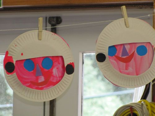 paper plate astronauts - adorable! when we learn about space this year, we'll definitely make these