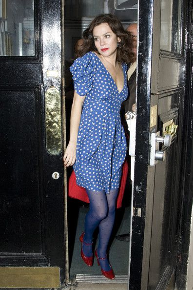 Anna Friel in blue and red. lovely look.