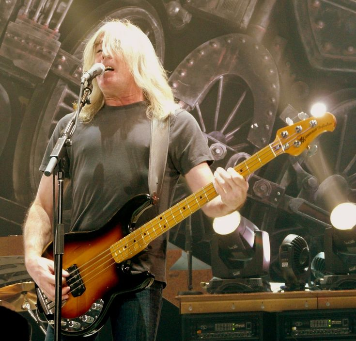 AC/DC+Bassist+Cliff+Williams+Announces+Retirement