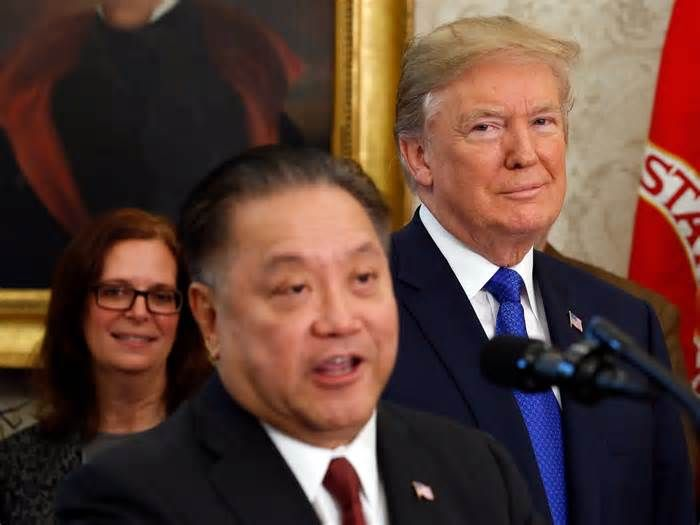 Broadcom is reportedly eyeing an $80 billion deal — and the CEO was just at the White House Chipmaker Broadcom is reportedly exploring a deal to acquire rival Qualcomm, which is valued at more than $80 billion. Broadcom CEO Hock Tan joined President Donald Trump in the White House Thursday to help unveil the White House tax plan and announce the ...