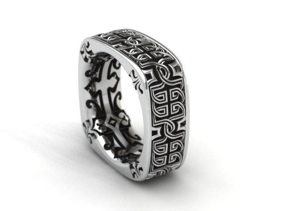 Loopy Celtic Knot square band with decorative patterns on the inside.