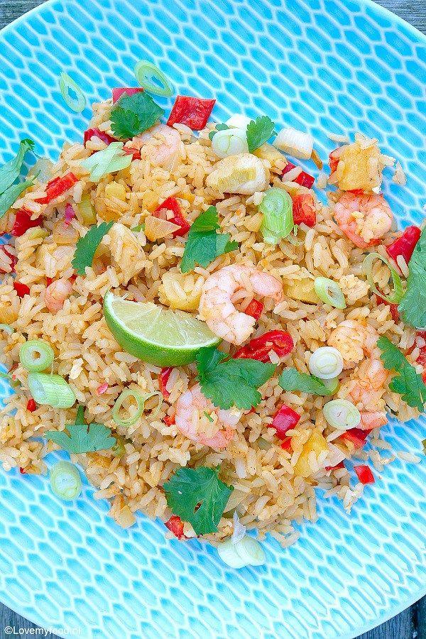Tropische rijst met kip, ananas en garnalen