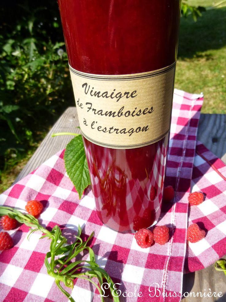 Vinaigre de framboise à l'estragon  Ingrédients : 60 cl de vinaigre de cidre, 300 g de framboises, 2 brindilles d'estragon, une cuillerée de sucre en poudre.