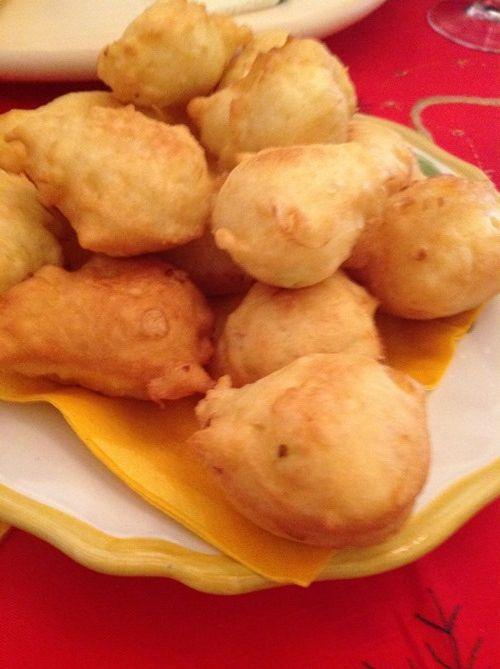 Onion hush puppies... recipe here: http://www.budinocelestino.com/2013/12/frittelle-di-cipolla.html