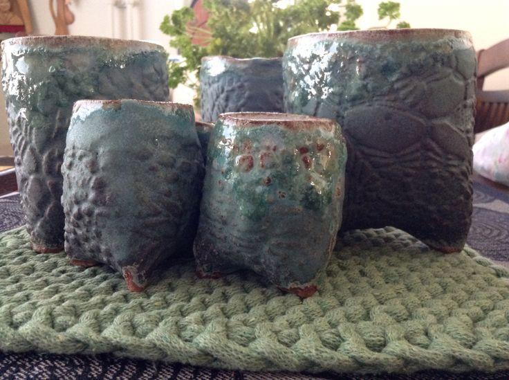 Kolmijalkamukit, korkeapolttoista kivitavaraa