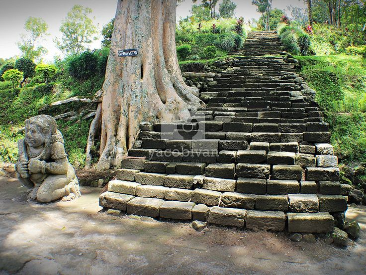 Gambar Wetan temple, a holy sanctuary at the top of a hill, southwest of Mt. Kelud.