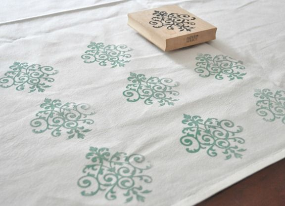 diy christmas gifts. DIY tea towel stamping. Super easy and I love it so much! What a great, thoughtful gift to give someone!