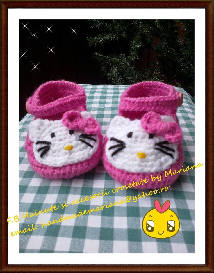 Hainute si accesorii crosetate by Mariana: Papucei Hello Kitty