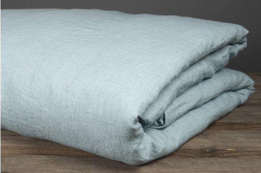 Qualità Premium 100% prelavato set di lenzuola in lino. Biancheria da letto biancheria eco. Lino biologico blu set di lenzuola. Biancheria da letto di alta qualità per voi e il vostro amato uno di!  Questo set di biancheria da letto è fatto di alta qualità pre-lavato lino, quindi strizzacervelli Wont piu .  Biancheria da letto lino biologico per il vostro sonno accogliente!   Biancheria da letto include * * *  Copripiumino: -55 x 79 pollici / 140 x 200 cm -200 x 200 cm / 79 x 79  -2...