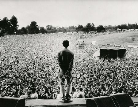 Oasis played two nights at Knebworth.  Over 250,000 people in attendance....  2.5 million people applied for tickets to see these shows.  Unbelievable....