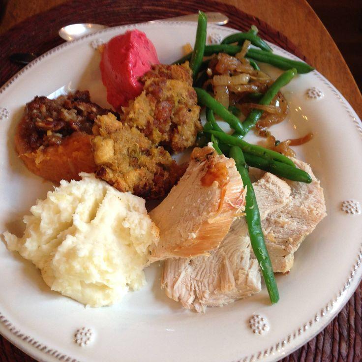 Geleneksel yiyeceklerle klasik bir Şükran Günü tabağı. #happythanksginig #thanksgiving #happythanksgiving2015 #happythanksgivinggeveryone #thanksgiving2015