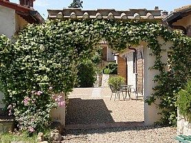 Italia - Toscana - Borgo Bottaia 4*  de la 173 euro/ apartament/ noapte (pana la max. 4 Persoane) Borgo Bottaia 4*  este situat intr-un sat medieval, ce dateaza din secolul al XVI-lea, dispune de 15 apartamente, internet wireless si club de golf la 3.5km
