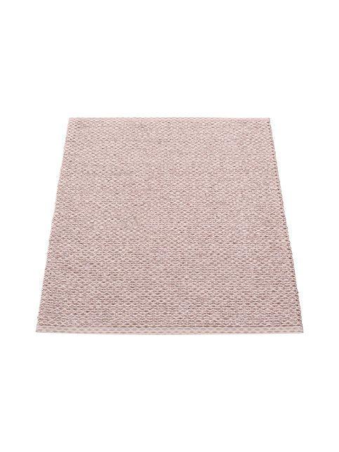 Tyylikäs yksivärinen matto sopii kodin kaikkiin tiloihin. Ruotsissa valmistetun muovipunosmaton voi pestä käsin tai koneessa 30 °C lämpötilassa.