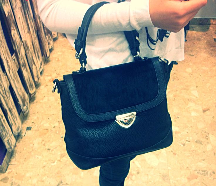 A sophisticated cross body bag give a elegant look