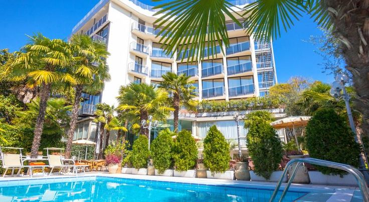 Hotel Garda - TonelliHotels Riva Del Garda Hotel Garda – TonelliHotels is just 800 metres from Riva del Garda centre and a few minutes' walk from the beach. It offers a swimming pool with sun loungers and a range of rooms with balconies.